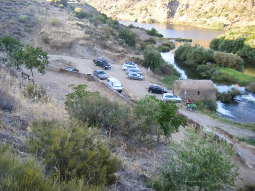 Pequeno Parque de estacionamento