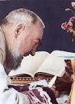 """""""Afaste todas as preocupações excessivas. Deus está com você."""" Padre Pio"""