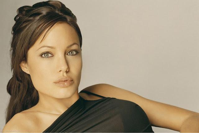 Spicy Actress Angelina Jolie Wallpaper