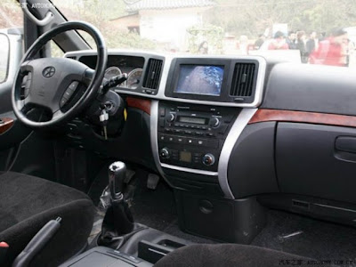 Van JAC Refine interior frente