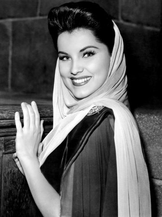 Debra Paget #vintage #1940s #scarf #fashion
