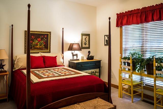 Ranjang empat tiang atau four-poster beds