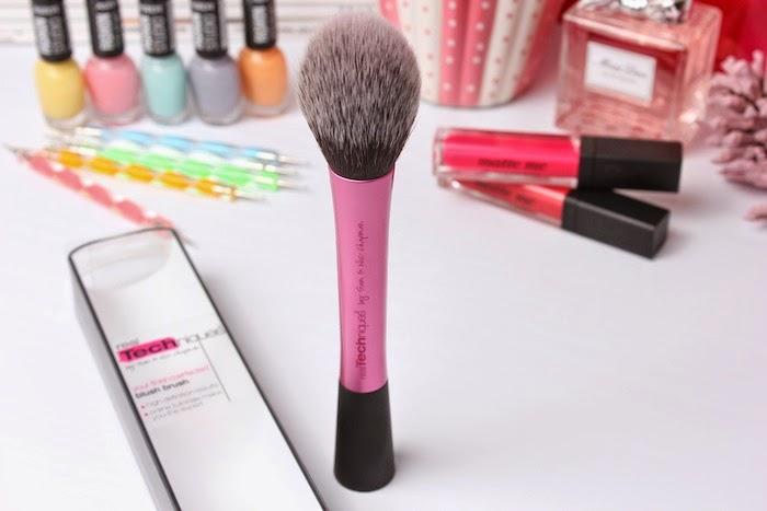 BlushBrush_realtechniques_brocha_rosa_pink_pixiwoo_iherb_web_angicupcakes09