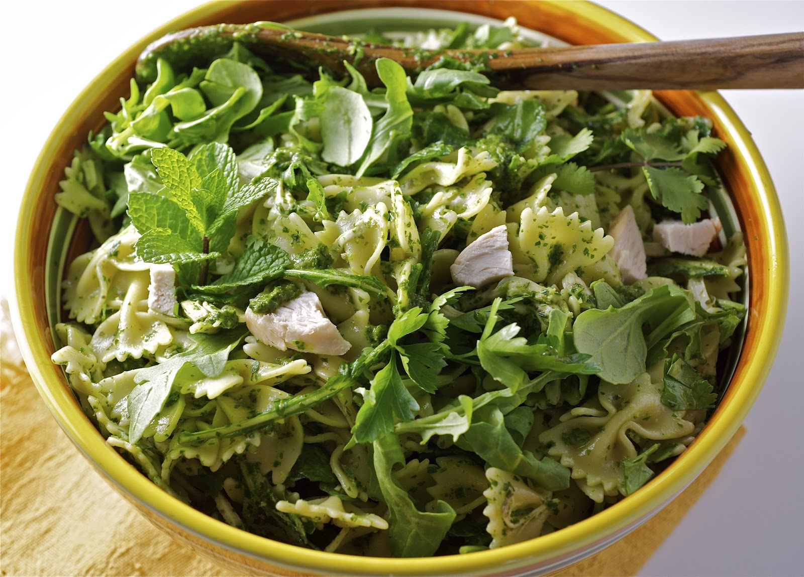 Pasta salad with arugula & herbs
