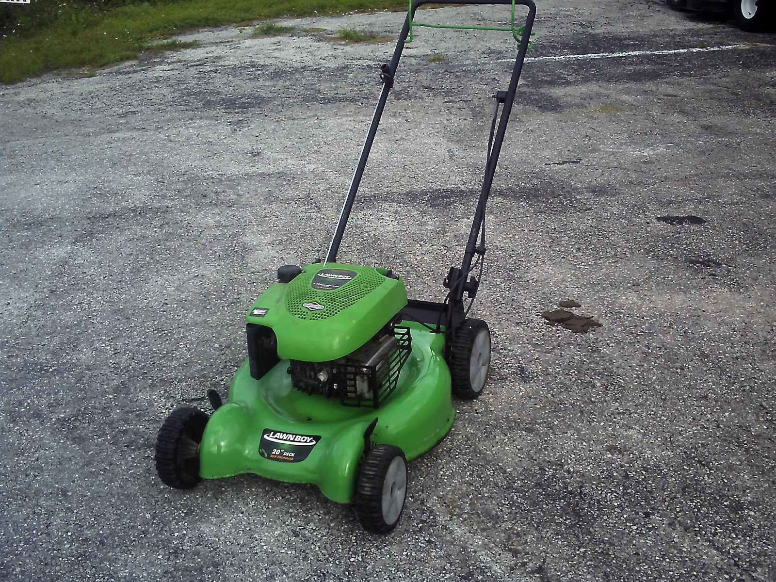 The Lawn-Boy 10641 Walk-Behind Mower is an affordable, quality mower that  is lightweight and easy to maneuver. For ease of operation, the 10641  features an ...