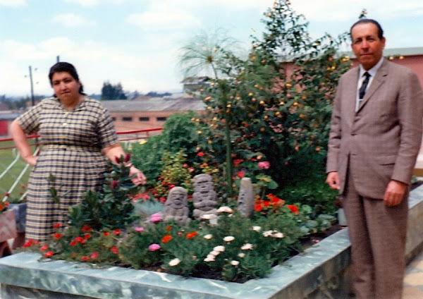 María Inés Narváez Zuluaga de Jiménez y Conrado Narváez Zuluaga (profesor Narváez)Fontibón 1964