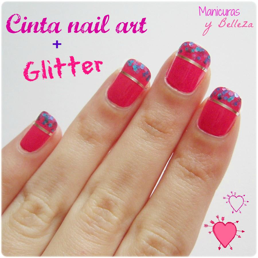 Manicura de Nochebuena con cinta nail art y glitter