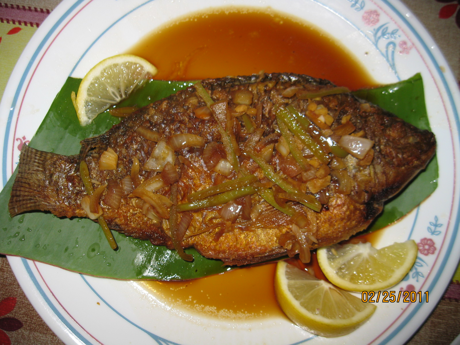 Fried tilapia with sauce for Fried tilapia fish