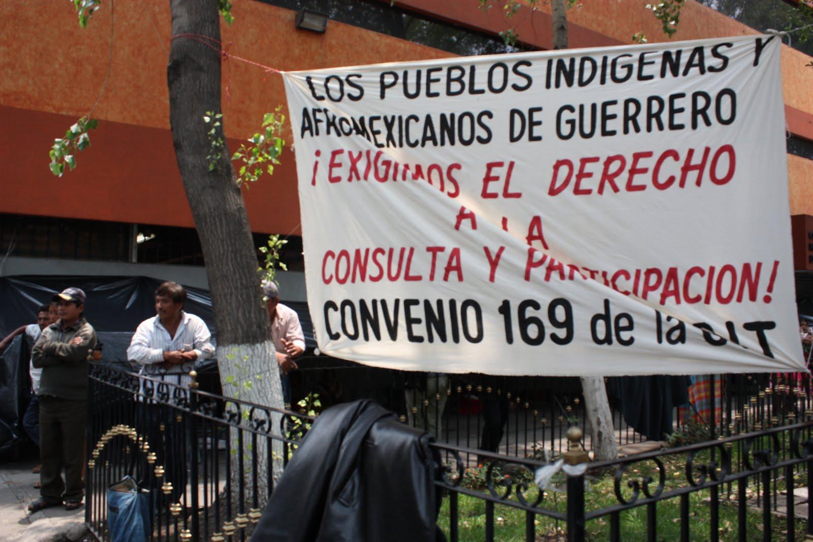 Indígenas de varios estados protestan ante oficinas de la CDI