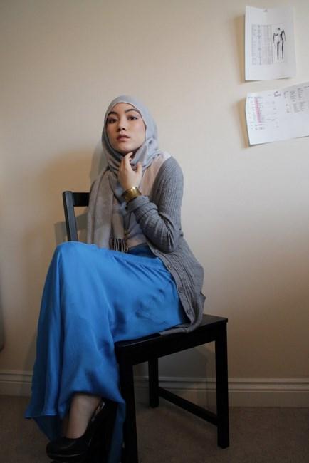 Hijab Abu-abu sederhana