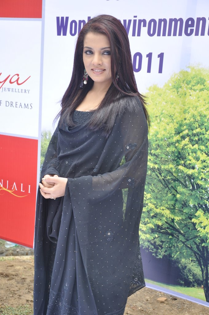 Celina Jaitley after marrige pic1 - Celina Jaitley in Black Suit at  Diya Diamonds World Environment Day