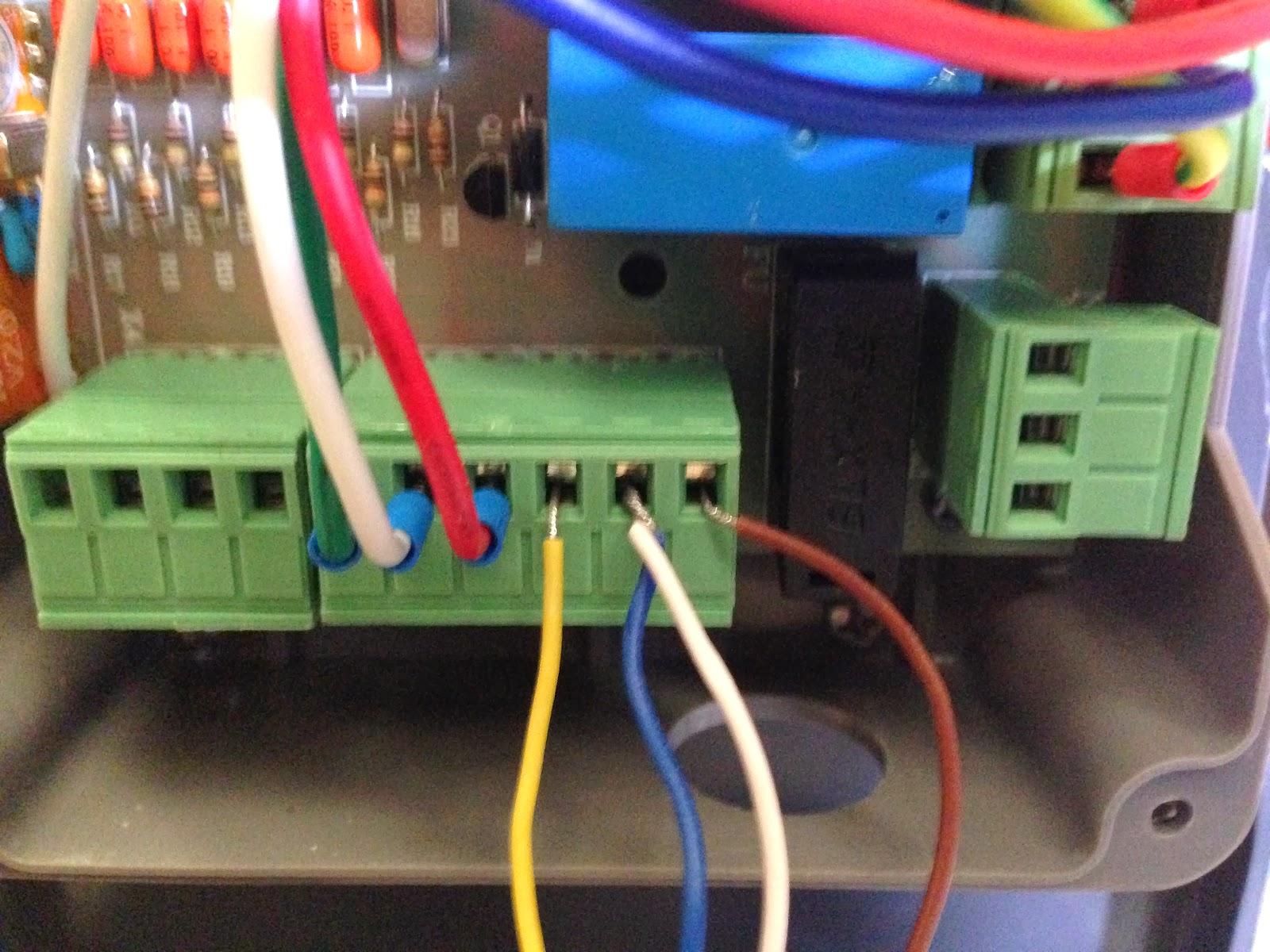 Noticias automateasy como conectar fotocelula de espejo for Como instalar un motor de puerta de garaje