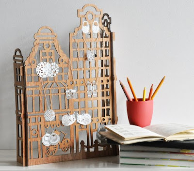 jewelry stand shaped like Amsterdam buildings