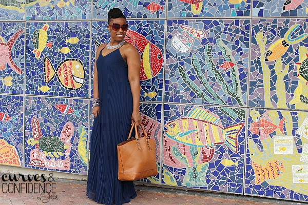 Miami style blogger, how curvy girls wear pleats