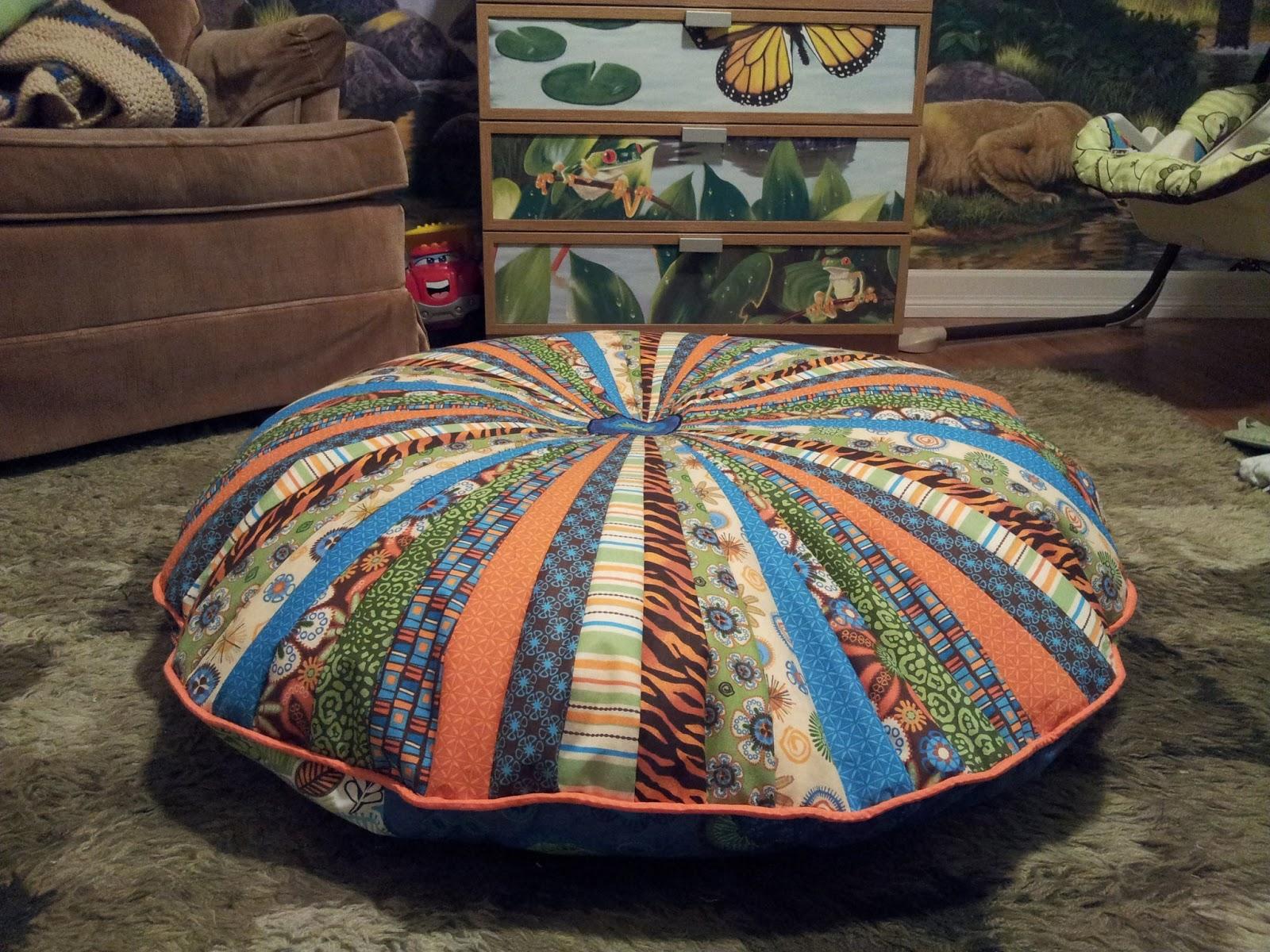 Shrunken Giraffe Crafts: Jelly Roll Floor Pillow