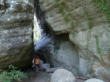 El petit túnel entre roques