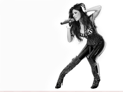 nicole_scherzinger_wallpaper_in_singing_www.hotywallpapers.com