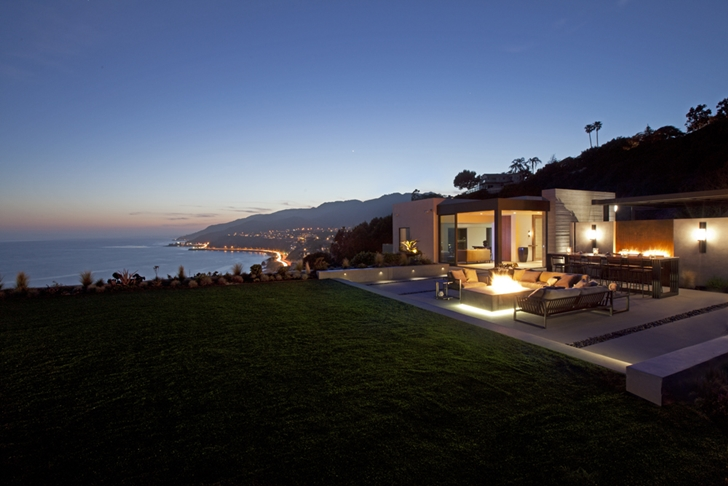 Backyard and terrace of Ravello Residence by Shubin + Donaldson Architects