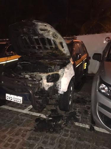 Viatura da PRF é incendiada e outra tem os pneus furados em Fortaleza