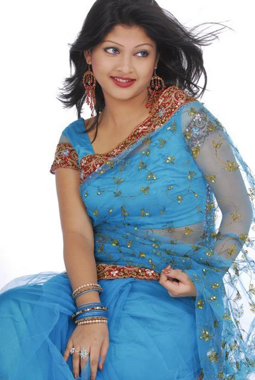 Sarika: Bangladeshi Model Girl Sarika Look Nice In Saree: http://sarika24.blogspot.com/2011/11/bangladeshi-model-girl-sarika-look-nice.html