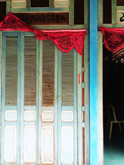faded colour in vietnam via small acorns blog