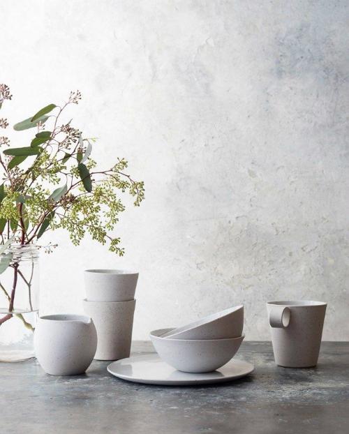 leuchtend grau interior magazin celebrating soft minimalism stimmungsvoll lookbooks von toast. Black Bedroom Furniture Sets. Home Design Ideas