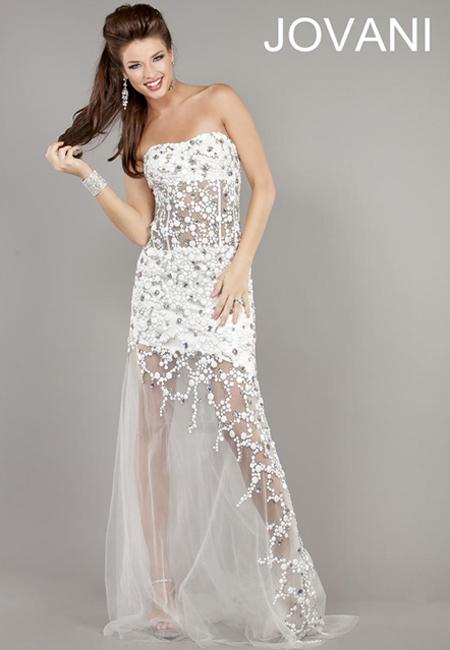 Бяла прозрачна рокля с мъниста