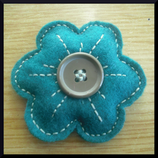 broche flor fieltro verde