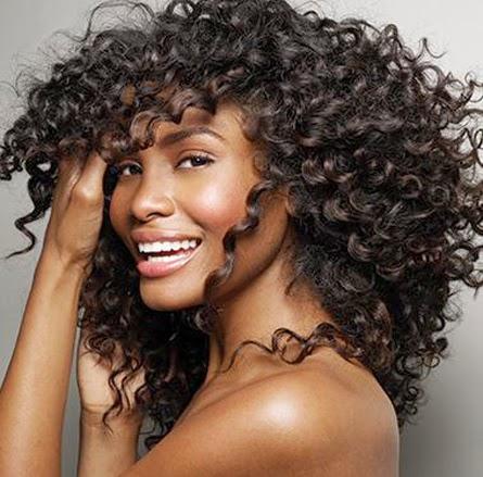 El cabello rizado es más frágil que el liso