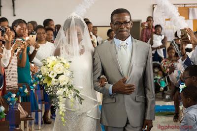 mariée entrant temple église Guadeloupe photographe de mariage