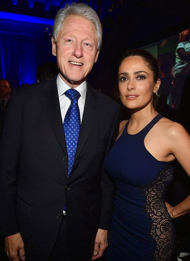 Hello the ex-President of USA! Bill Clinton having clearly to sharing another good spirit point to the gala.