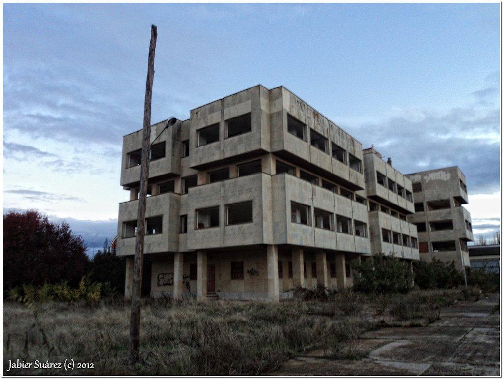 Decay art and urbex edificio de oficinas abandonado for Oficina correos salamanca