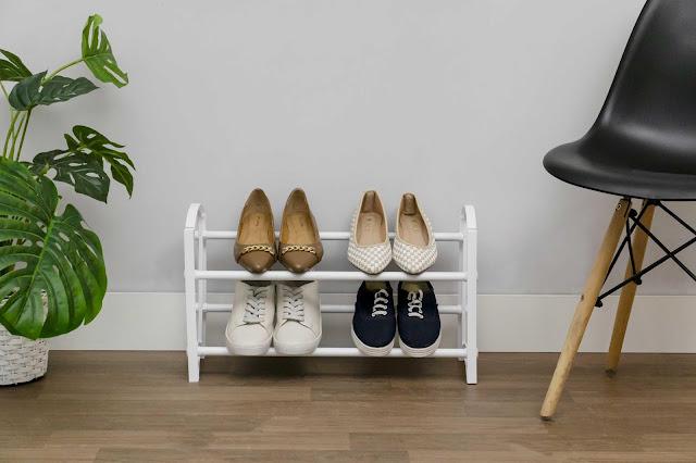 Sapatos organizados com Sapateira Aramada para hall de entrada até 6 pares