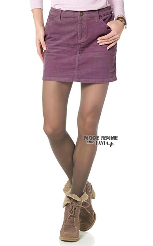 Jupe courte en velours couleur framboise