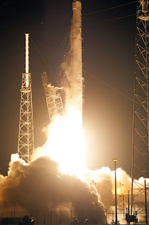 FALCON 9 ROCKET LIFTS OFF FROM CAPE CANAVERAL