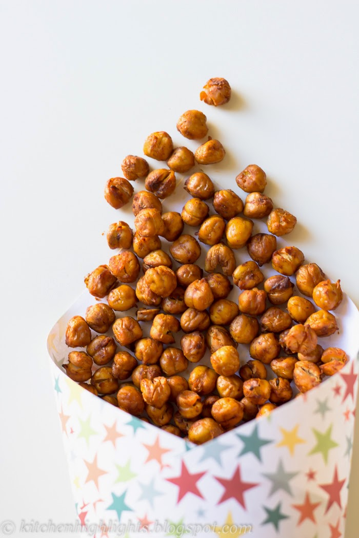 The texture of the roasted chickpeas is surprisingly crispy, they make a beautiful, loud crunch in your mouth