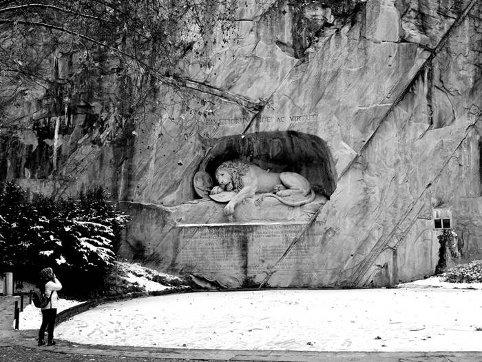lion monument lucerne history of christmas