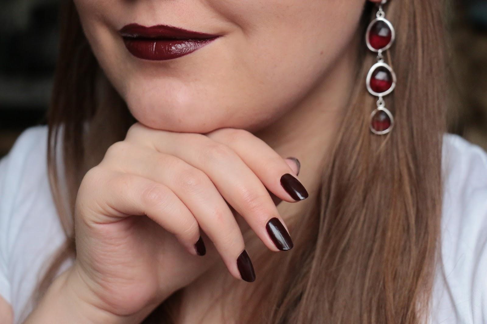 Как рисовать губы на ногтях: инструкция и фото 17