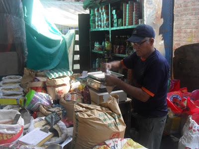 mercado informal en comas
