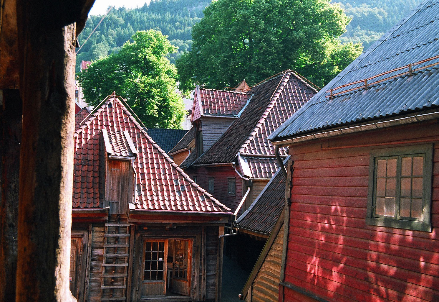 Wooden houses of bryggen norway traveling tour guide for Norway wooden houses