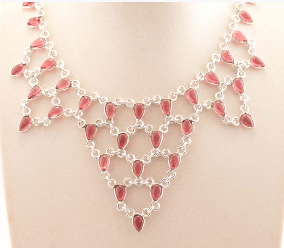 http://www.pinkbijou.com/index.php/collar-babero-rojo/
