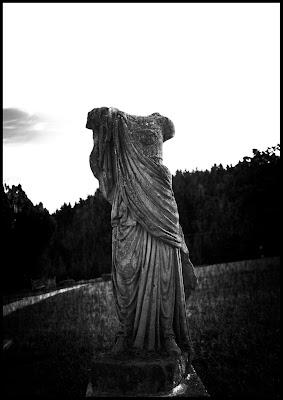 eine kopflose römische Statute