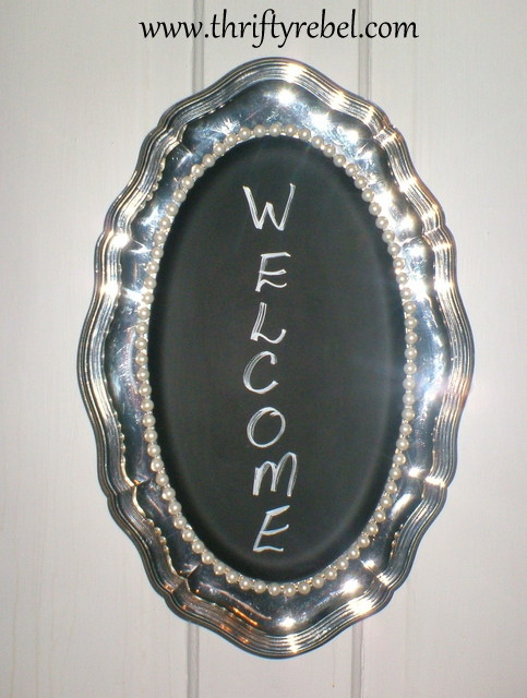 silver-plated-tray-becomes-chalkboard-and-pearls-sign