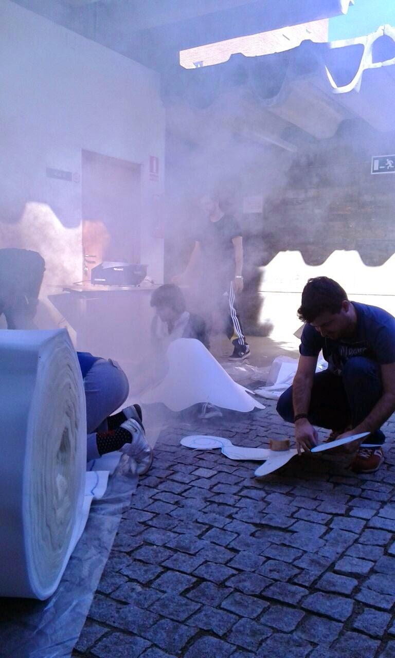 Alex probando la máquina de humo