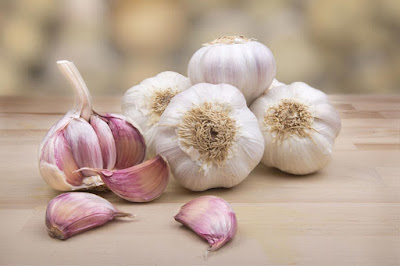 How to Use Garlic as an Antibiotic