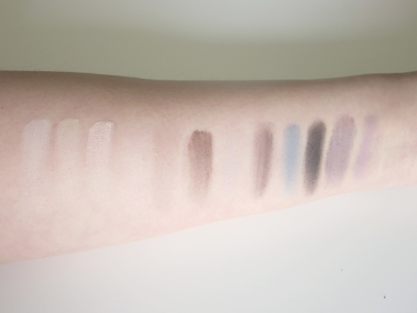 make up revolution palette essential matte swatches