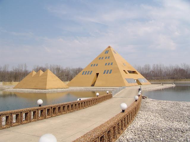Jim Onan : Il construit une pyramide en or et ce qu'il se passe est incroyable  25317246