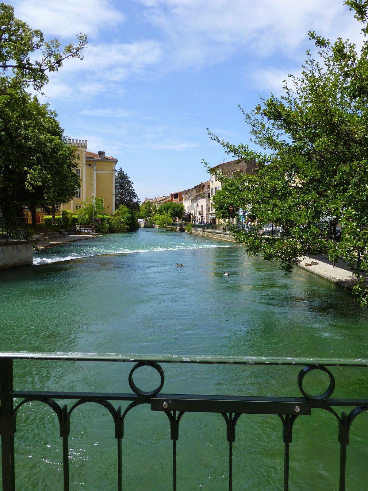 romancing the home isle sur la sorgue my favorite town in provence. Black Bedroom Furniture Sets. Home Design Ideas