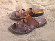 Os chinelos do Ashton Kutcher