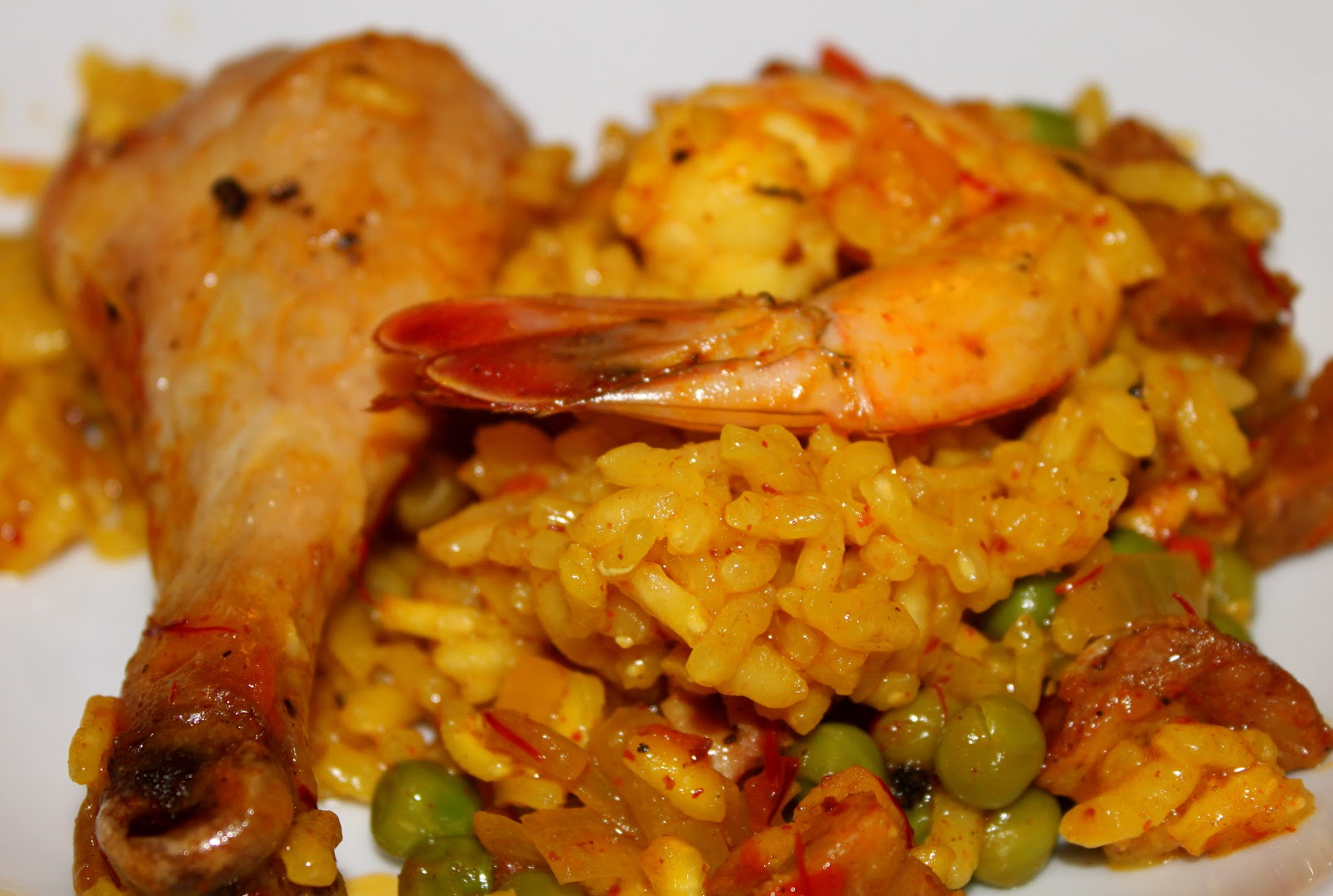 Domestic Divas Blog: Chicken & Shrimp Paella